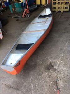 CANOE FLAT BACK 16 FT FIBERGLASS