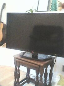 LG 32IN TV WITH REMOTE.