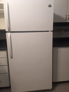Fridge and Stove in great condition for sale