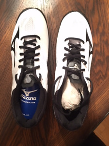 Mizuno Wave Lightning Z4 Volleyball shoes NEW IN BOX 1/2 PRICE!!