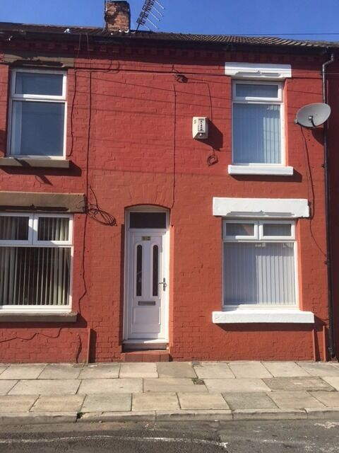 Well presented lovely newly refurbished three bedroom mid Terrace property on Lawrence Grove L15,