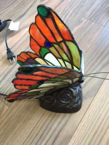 TIFFANY STYLE ACCENT BUTTERFLY LAMP