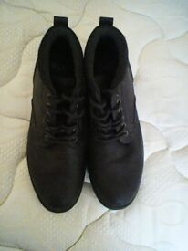 MENS BROWN BOOTS SIZE 10.