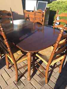 MOVING  SALE Hardrock Maple Hutch, Table with 6 Chairs Windsor Region Ontario image 3