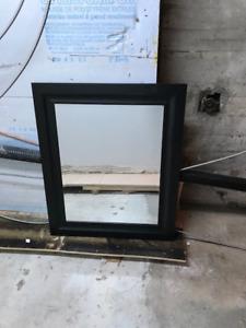 Miroir cadre noir 20 $