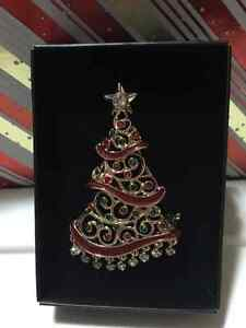 2016 Holiday Collectible Pin - Tree