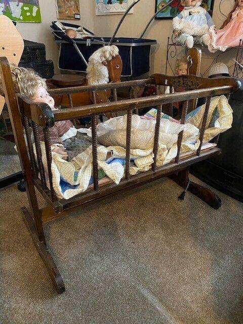 Witney Bros. Antique wooden newborn bed (1927)