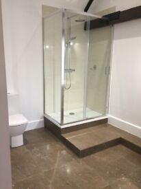 Shower enclosure, shower tray and thermostatic shower system