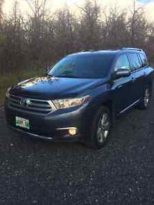 2013 Toyota Highlander Limited V6 SUV, ACCIDENT FREE! REDUCED
