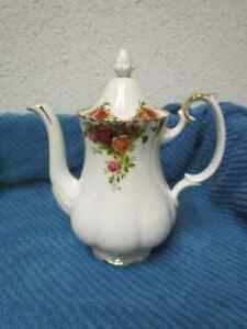 ROYAL ALBERT CHINA OLD COUNTRY ROSE  TEA/COFFEE POT