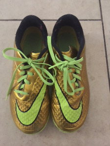 Indoor Soccer Shoes Youth size 5