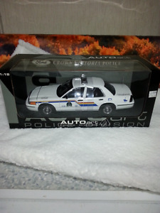 RCMP POLICE CAR 1/18 DIECAST AUTOart High Detail NEW BOXED