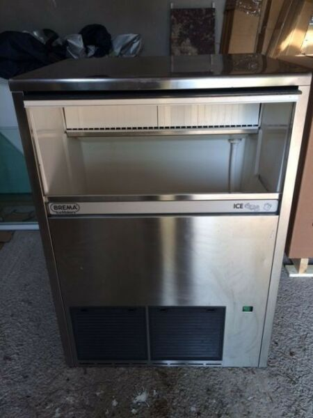 Ice Machine - 95kg Production - 45kg Bin  - Used But in Great Condition
