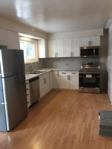 Executive Style Newly Reno'd 3 bed/bath/laundry/prk/UTIL INCl