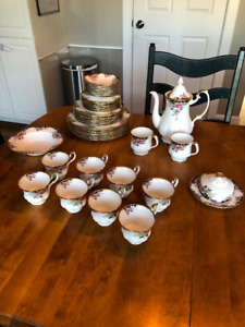 Royal Albert Concerto - 8 Place Settings plus 5 other pieces
