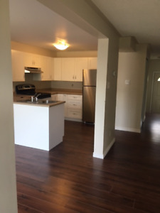 SW BARRIE--STUNNING 100% NEWLY RENOVATED HOME--AVAILABLE NOW!!!!