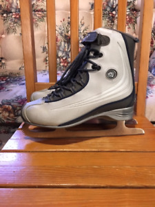 WOMEN'S SIZE 10 REEBOK SKATES - softec boot - OPEN MONDAY