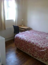 Double room to let zone3 (Tooting ) (sw177ns)
