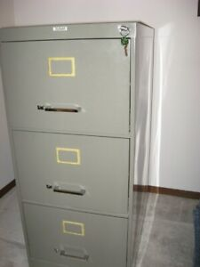 Metal legal 3 drawer filing cabinet