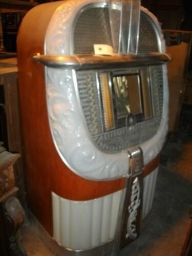 """Vintage 1946 AMI """"mother of plastic"""" jukebox with platters to play 45"""