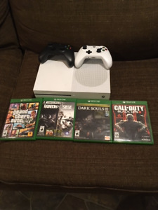 Xbox One S with 2 controllers and multiple games