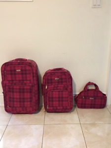 40.00 - Cute Luggage For Sale  ** Good Condition