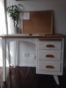 White vintage desk/table with drawers - $85 Docklands Melbourne City Preview