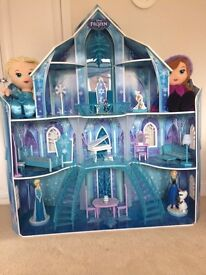 Large Frozen Wooden Kiddi Kraft Dolls Castle Mansion House in great condition& Extras Toy Play Girls