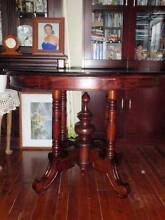 Red cedar antique beautiful dinning table very rare to find $550. Kippa-ring Redcliffe Area Preview