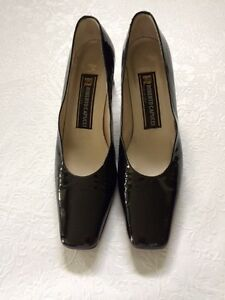 Patent Roberto Capucci Size 8 1/2AAA