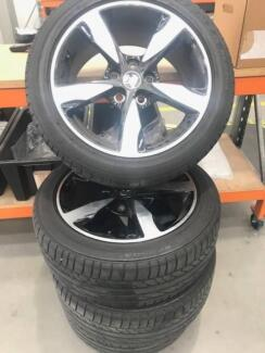 VF SV6 11 BLACK EDITION WHEELS & TYRES