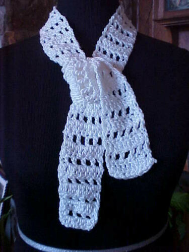 """Neck Scarf Childs Baby Hand Knit White 2 1/2"""" x 45"""" Poly Blend String Tie Effect"""