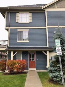 Excellent Townhouse in Panorama Hills 1600Sqft-3 Bdrms +2.5 Bath