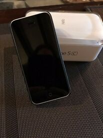 White Apple iPhone 5C 8GB, 2 years old, immaculate condition with Skech case