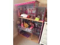 Kidcraft Dolls House with 12 Dolls - Collection Only