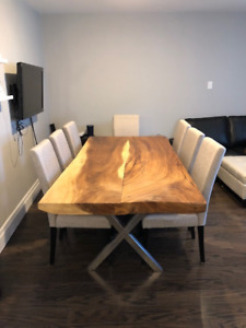 Beautiful live edge dining table! 4 to 8 seater