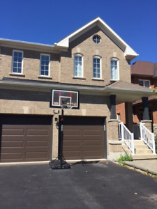 HOUSE FOR LEASE IN RICHMOND HILL