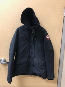 d8a2fb2ed60 Canada Goose Women s Montebello Parka. Navy Blue Size Medium
