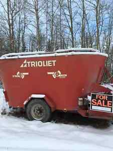 TRIOLIET MIXER WAGON FOR SALE