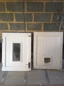 EXTERIOR STABLE DOOR WITH BUILT IN CAT FLAP
