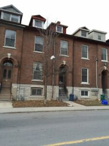 Spacious 1 Bedroom Unit Close to Downtown and Queen's