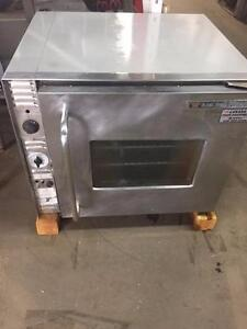 BAKERS PRIDE HALF SIZE CONVECTION OVEN  ***90 DAY WARRANTY
