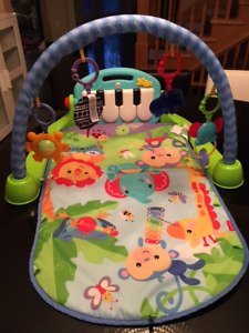 Fisher Price Rain forest playmat 90% new
