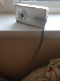 Digital Canon IXUS Camera PC 1060 with charger and