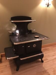 1910 Modern Clarion wood stove