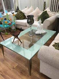 large coffee table like new