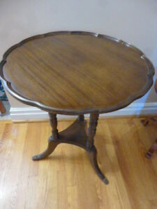 BEAUTIFUL ANTIQUE MAHOGANY TABLE REDUCED