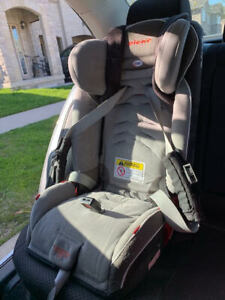 Diono Radian 3RXT car seat - expires January 2026.
