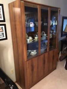 Beautiful Oak-finish China Cabinet/Hutch/Bookcase