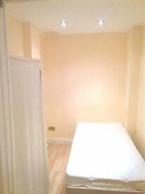 Cute Budget Room - South Kensington